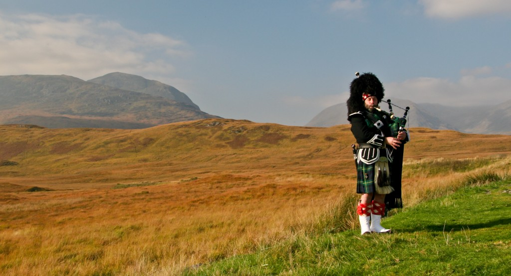 Scotland highlands bagpiper photo tour tom and pat cory