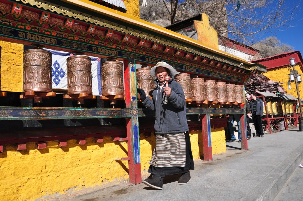 prayer-wheels-tibet